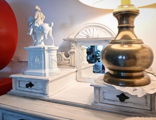 """Vertiko & Porzellanfigur """"Alte Fritz"""" aus dem Hause Fürstenberg"""